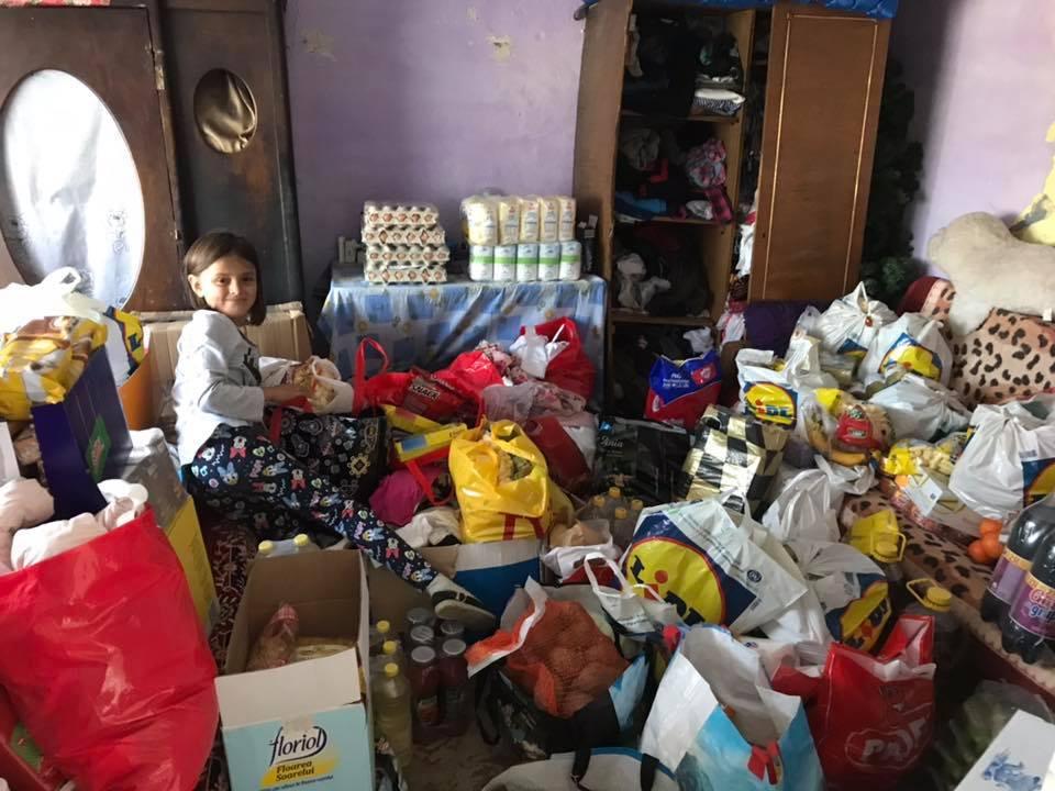 """(Foto) Casa Share: """"Roxana vroia să mănânce pâine cu piure și biscuți ! O să primească mai mult: o casă nouă până de Crăciun. Așa îl simt eu pe Dumnezeu în sufletul meu !!"""" 3"""