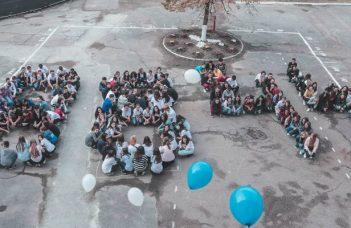 """Oana Gheorghiu: """"Acești copii fac parte din generația care va schimba România. Felicitări dascălilor și părinților care îi susțin"""". Elevi din Focșani au donat prin sms pentru construcția spitalului care va trata copiii bolnavi de cancer 45"""