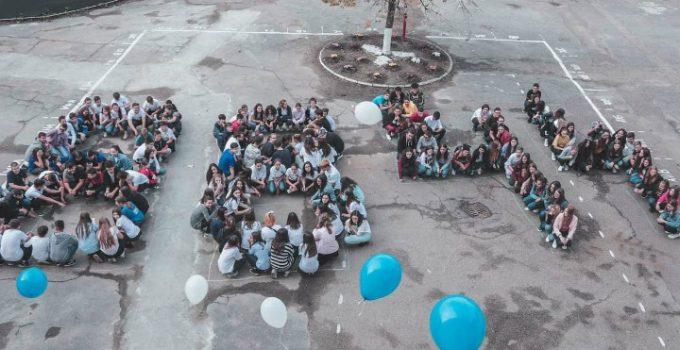 """Oana Gheorghiu: """"Acești copii fac parte din generația care va schimba România. Felicitări dascălilor și părinților care îi susțin"""". Elevi din Focșani au donat prin sms pentru construcția spitalului care va trata copiii bolnavi de cancer 12"""