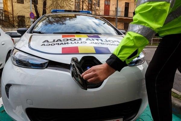 (Foto) Primul oraș din România care a cumpărat mașini electrice pentru Poliția Locală 8