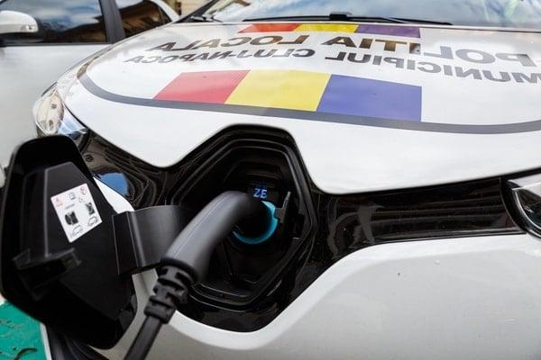 (Foto) Primul oraș din România care a cumpărat mașini electrice pentru Poliția Locală 7