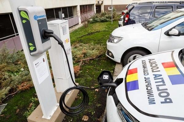 (Foto) Primul oraș din România care a cumpărat mașini electrice pentru Poliția Locală 5