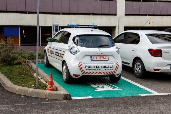 (Foto) Primul oraș din România care a cumpărat mașini electrice pentru Poliția Locală 4