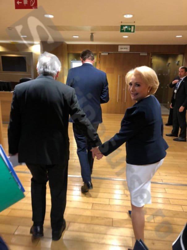 """Viorica de mână cu Juncker. Ramona Strugariu:  """"De asta o sa si-o ia Liviu Dragnea. Pentru ca, desi l-a iubit atat de mult, n-a stiut niciodata sa o tina de mana. Ceea ce este fundamental pentru (aproape) orice femeie"""" 1"""