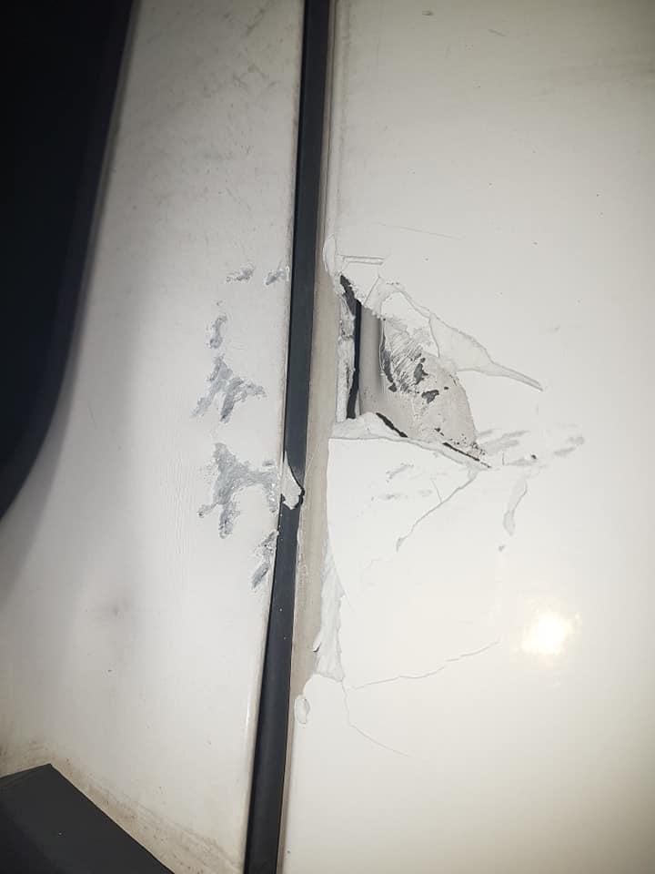 """(Foto)  Alt şofer român de camion, atacat de vestele galbene în Franţa: """"Deja au întrecut limita ... u am vrut sa ies dupa autostrada ca dadusera foc .. nu sunt obligat sa..."""" 2"""