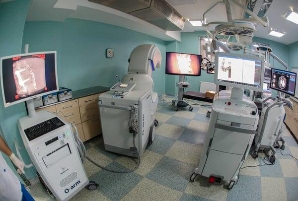 (Foto) Mazor X . În România se află de acum cel mai performant robot în chirurgie spinală și neurochirurgie din lume. La un spital de stat 3