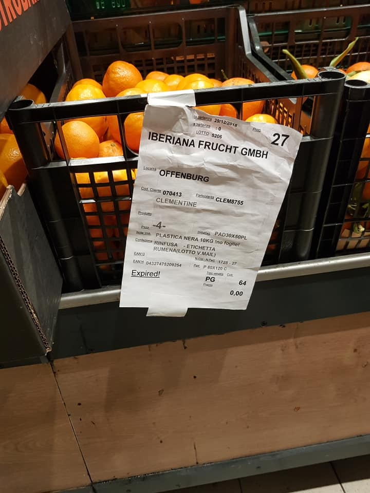 """(Foto) Medicul Dan Grigorescu: """"Expired! Aceste imagini sunt imortalizate de mine la un supermarket ...Oare ce-o fi însemnat la acel moment mențiunea (tipărită și subliniată!) EXPIRED pe eticheta de produs expus la vânzare? Ar putea cineva să ne deslușească?"""" 2"""