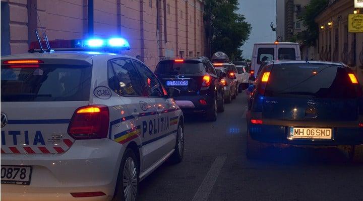 """Obsesia Girofarurilor. Catalin Striblea: """"Mașina oficială avea zeci de licurici roș-albaștri. Nu exagerez....Și mă gândeam că atunci când prostia asta cu mașinile oficiale și cu girofar o să înceteze, România o să fie normală. În definitiv, la ora 9 seara, chiar nu ai nevoie de antemergător în București. Nu e ca și cum mai ai de..."""" 1"""