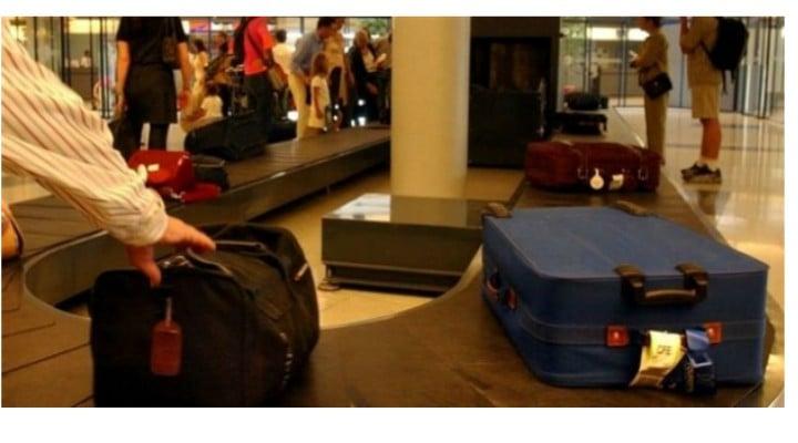 """Român reţinut pe Aeroportul Otopeni, după ce a furat bagajul de cală al unui alt pasager. """"După efectuarea formalităţilor, cel în cauză s-a deplasat în sala de sosire a bagajelor şi a ..."""" 1"""