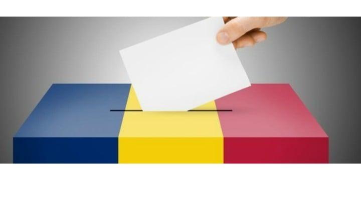 """Sorin Mindrutescu: """"Am votat prima oara la 15 noiembrie 1987. In ziua revoltei de la Brasov. Ne-au dus cu arcanul dumninica la scoala, ne-am hahait, am votat ce trebuia, ca de ales ne era nimic, si plecat in parc cu fetele si baietii. Si a venit Decembrie 1989.Si atunci..."""" 1"""