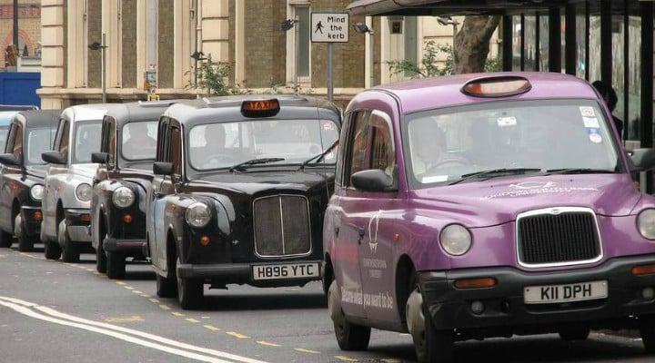 """Pățania unui taximetrist român din Anglia căruia i s-a furat mașina cu tot cu client. """"Te rog, prietene, lasă-mă să cobor!"""" 1"""