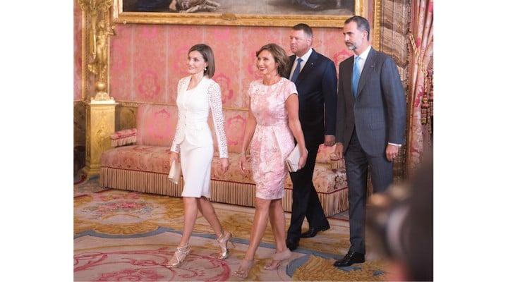 """Olguța Vasilescu o atacă pe Carmen Iohannis din cauza lui Klaus. """"Probabil ca doamnele nu au rochița roz deasupra genunchiului, iar domnii nu au cravata galbena. A mai spus ca nu ..."""" 1"""