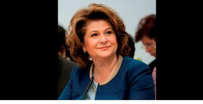 """(Foto) Cozi la vot! 1 milion de români din Diaspora vor merge la vot? Ramona Strugariu: """"Dragă diasporă inimoasă, vă mulțumesc pentru inspirație, am decis, mă duc duminică în ..."""" 12"""