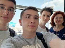 Succes! 3 liceeni din România participă la Olimpiada Geniilor, în SUA. Ei au creat un robot pompier 6