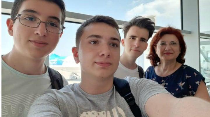 Succes! 3 liceeni din România participă la Olimpiada Geniilor, în SUA. Ei au creat un robot pompier 1