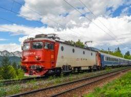 """Trenul groazei a ajuns la mare după 36 de ore! Călător: """"Ca-n România. E frumos aşa, să n-ai WC-uri funcţionale, să nu ai apă la WC-uri, să nu ai nimic? Greu căldura, mizerie.."""" 2"""