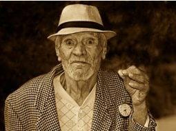 """Ionela Arcanu: """"Minimarket ...Un domn in vârsta (si vizibil cu posibilități financiare limitate) sta câteva minute in fata unei lădițe cu mere mari si frumoase si alege unul singur, pe 'ăl mai mic.  Se duce la casa si respectuos întreabă cat l-ar costa mărul. Tânărul vânzător ii răspunde ca nu trebuie sa plătească nimic. Bătrânul ..."""" 42"""