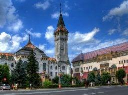 """Florina Vaipan: """"1991. Era pentru prima dată când puneam piciorul în Ardeal...Mergeam nu în Ardeal, nu în altă regiune a României, ci la unguri. Chestia asta speria....Am intrat într-o alta lume atunci. Eram uimita să aud pe stradă altă limbă decât a mea. Să intru într-un magazin și primul cuvânt să fie """"Tessék"""". Oameni amabili. Civilizație. Curățenie...Când am terminat facultatea, secretara de la universitate ..."""" 2"""