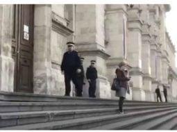 """Tudor Chirilă: """"Judecătoarea care a ieșit ieri singura pe treptele tribunalului, in ciuda intimidării jandarmilor, merita respectul oricărui cetățean care se gândește ca la un moment dat ar putea fi in aceeași situație.Mi-ar plăcea sa știu ca..."""" 43"""