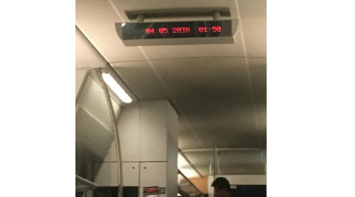 """Tiutiuc Mădălina: """"Undeva in Romania anului 2038, am îmbătrânit la scurta vreme de la urcarea in tren ... CFR-ul este prima companie din lume care a reușit sa teleporteze persoane in viitor ,la un cost modic,0 lei pentru studenti..."""" 1"""