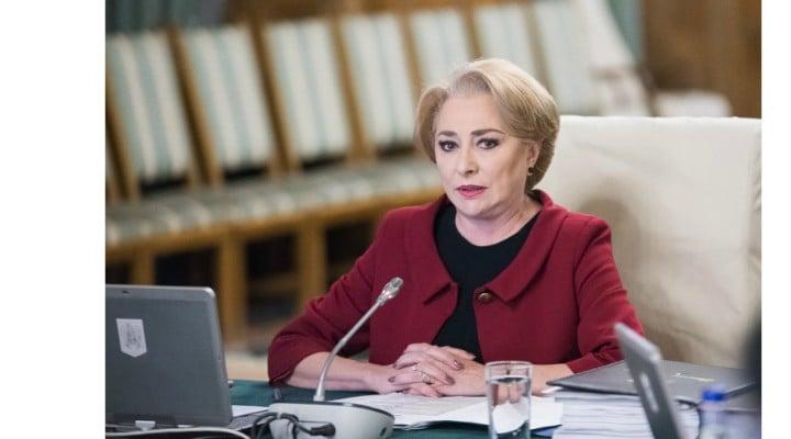 "Victor Ponta: ""Atunci cand Doamna Dancila este pusa in situatii umilitoare pe plan international nu imi vin sa rad deloc - pur si simplu ma rusinez si imi pare rau. cred ca este o victima a manipularii si paranoiei unui om care o santajeaza cu faptul ca a ..."" 1"