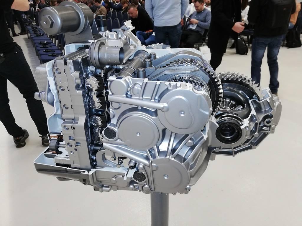 (Foto) În România. Noua cutie de viteze automată în opt trepte 8G Duble Clutch Transmission se produce începând de săptămâna trecută, la fabrica Daimler 1
