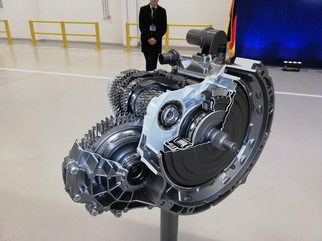 (Foto) În România. Noua cutie de viteze automată în opt trepte 8G Duble Clutch Transmission se produce începând de săptămâna trecută, la fabrica Daimler 3