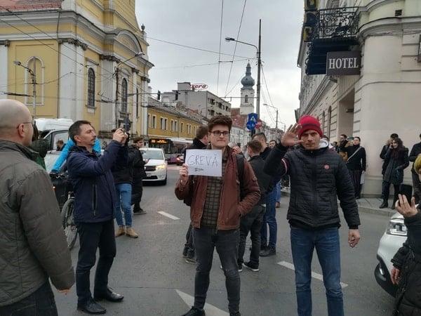 Foto Video. S-a încheiat protestul #șîeu. Cum a fost la Cluj, Brașov, București, Iași, Sibiu. Oamenii au claxonat, au aplaudat, au strigat #șîeu 3
