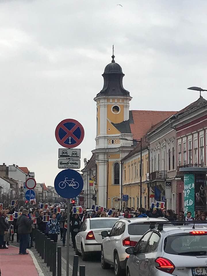 Foto Video. S-a încheiat protestul #șîeu. Cum a fost la Cluj, Brașov, București, Iași, Sibiu. Oamenii au claxonat, au aplaudat, au strigat #șîeu 8