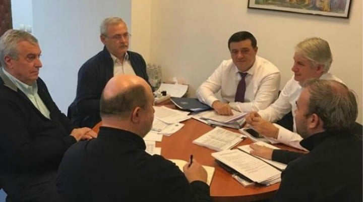 """Viorica, demisia! Alex Livadaru: """"Incredibil. Primărița Gabriela Firea spune în fața ziariștilor despre cum premierul Dăncilă le-a povestit în CEX că nu a fost lăsată să participe la realizarea bugetului. Citiți încă o dată: Premierul României- Viorica Dăncilă- care a depus jurământul la Cotroceni, care a fost la ..."""" 1"""