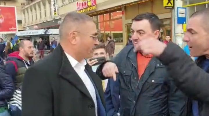 (Video) Deputat PSD prins de mulţimea furioasă după mitingul lui Dragnea. Greu fără jandarmi și bodyguarzi 1