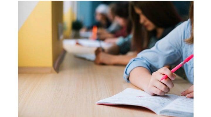 """Mihaela Miroiu: """"Vă veți supăra mulți pe mine. Eu însă cred sincer că examenele de capacitate și bacalaureatul sunt curată pacoste fără sens. Niciunul nu folosește per se la nimic.  1. E treaba fiecărui liceu și ficărei școli de meserii cum ..."""" 1"""