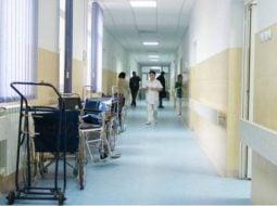 """Maria Cernat: """"Spital. M-a mușcat un câine. Câinele e bine. Nu a turbat. Eu, în schimb, am fost aproape! Am așteptat 4 ore să ma vadă un medic...O doamnă era în pragul lesinului. Abia după vreo două ore a băgat-o cineva în seamă. Ambulanțele ..."""" 45"""