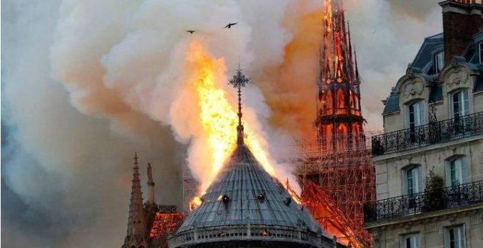 """Eckstein-Kovács Péter: """"Sper sincer ca incendiul de la Notre-Dame sa nu fie cauzat de un Dorel sau Gyuri de-al nostru"""". Primele imagini din interior 12"""