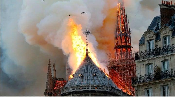 """Eckstein-Kovács Péter: """"Sper sincer ca incendiul de la Notre-Dame sa nu fie cauzat de un Dorel sau Gyuri de-al nostru"""". Primele imagini din interior 1"""