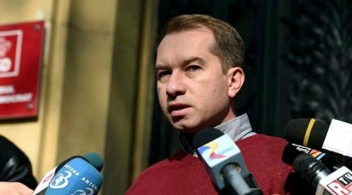 """Mihai Sturzu: """"Una dintre cele mai proaste idei ale Guvernului României a fost să acorde bilete gratuite NELIMITATE studenților. De ani de zile nu mai găsești ..."""" 1"""