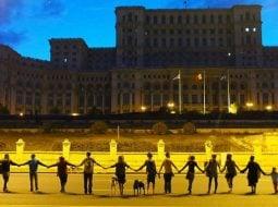 """Mergi? Lanţ uman gigantic la București! Inițiativa România: """"Jos Clanul Dragnea ca să reconstruim România!"""" 2"""
