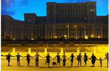 """Mergi? Lanţ uman gigantic la București! Inițiativa România: """"Jos Clanul Dragnea ca să reconstruim România!"""" 5"""