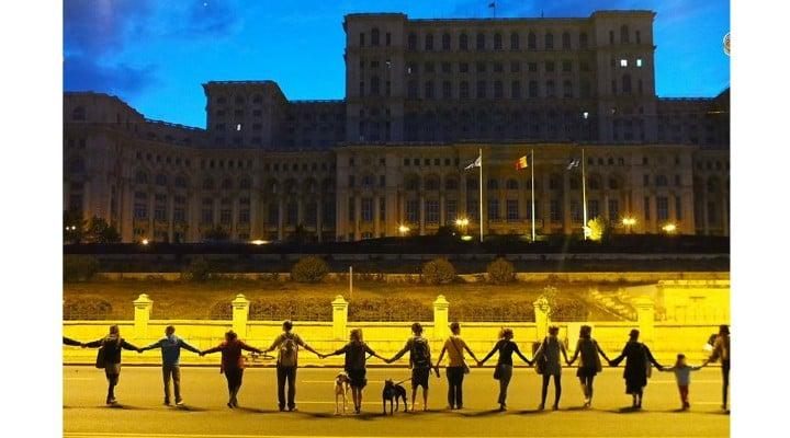"""Mergi? Lanţ uman gigantic la București! Inițiativa România: """"Jos Clanul Dragnea ca să reconstruim România!"""" 1"""