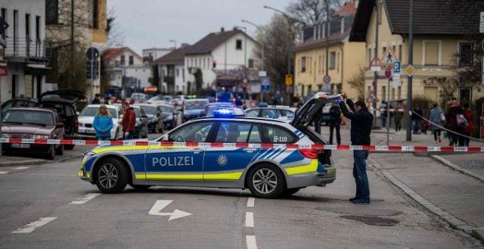 Româncă din Germania se urcă beată la volan, face praf o staţie de autobuz. A încercat să fugă dar era prea beată 6