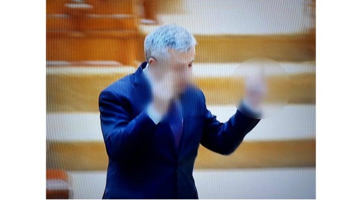 Plângere penală pentru Florin Iordache după gesturile obscene din Parlament, Ce pedeapsă poate primi 3
