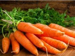 """Medicul nutriţionist Lavinia Bratu: """"Femeile care mânăncă zilnic un morcov, reduc riscurile atacului de cord cu 22%....Pectatul de calciu, un tip de fibră solubilă în morcov, se dovedeşte a deţine proprietăţi ce scad colesterolul; vitaminele B şi câteva minerale, inclusiv o doză semnificativă de..."""" 8"""