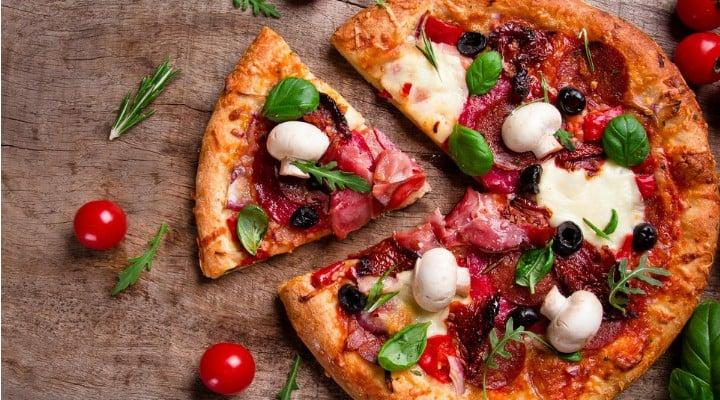 """Magda Vasiliu: """"Român în Italia. Mi-e rușine! Foarte rușine.""""Luați o bucata de pizza, muscați din ea de vreo doua-trei ori, mestecați, înghițiți. Mai luați încă o bucata, faceți la fel si...si brusc va hotărați s o duceți înapoi pe tejgheaua localului de unde ați cumpărat si sa cereți banii înapoi pentru ca nu v-a plăcut. O vânzătoare ..."""" 1"""