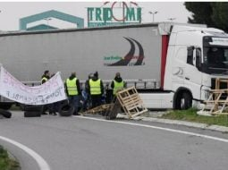 """Şofer român de TIR în Franța agresat și blocat pe autostradă de """"vestele galbene"""": """"Dă-ne 100 de euro, aici e Franţa!"""" 39"""