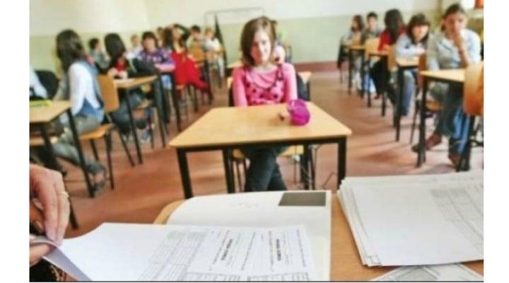 """Evaluarea Națională. Mara Matei: """"17 corigenți într-o clasă! Săptămâna trecută am fost la școala unde învață, mă rog, unde a învățat până vinerea trecută copila mea, ca să completez fișa de înscriere la examenul de evaluare națională, sau capacitate, sau cum s-o mai numi zilele astea. Doamna secretara ..."""" 1"""
