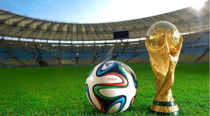"""Marius Vintila: """"Pentru prima dată un campionat mondial de fotbal mă ia prin surprindere, în sensul că habar nu am avut cînd - nici măcar că - începe. Am urmărit fotbal de mic timp de vreo 20 de ani. Prima cupă mondială la care am ..."""" 1"""