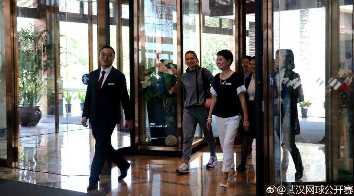 (Foto) Simona Halep a ajuns în China. Primire de gală pentru numărul 1 mondial 4