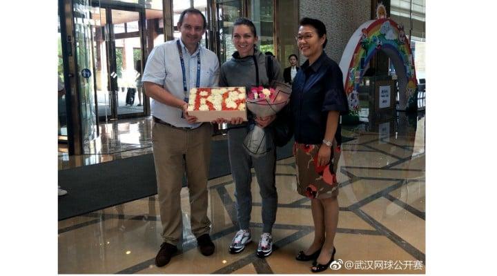 (Foto) Simona Halep a ajuns în China. Primire de gală pentru numărul 1 mondial 3