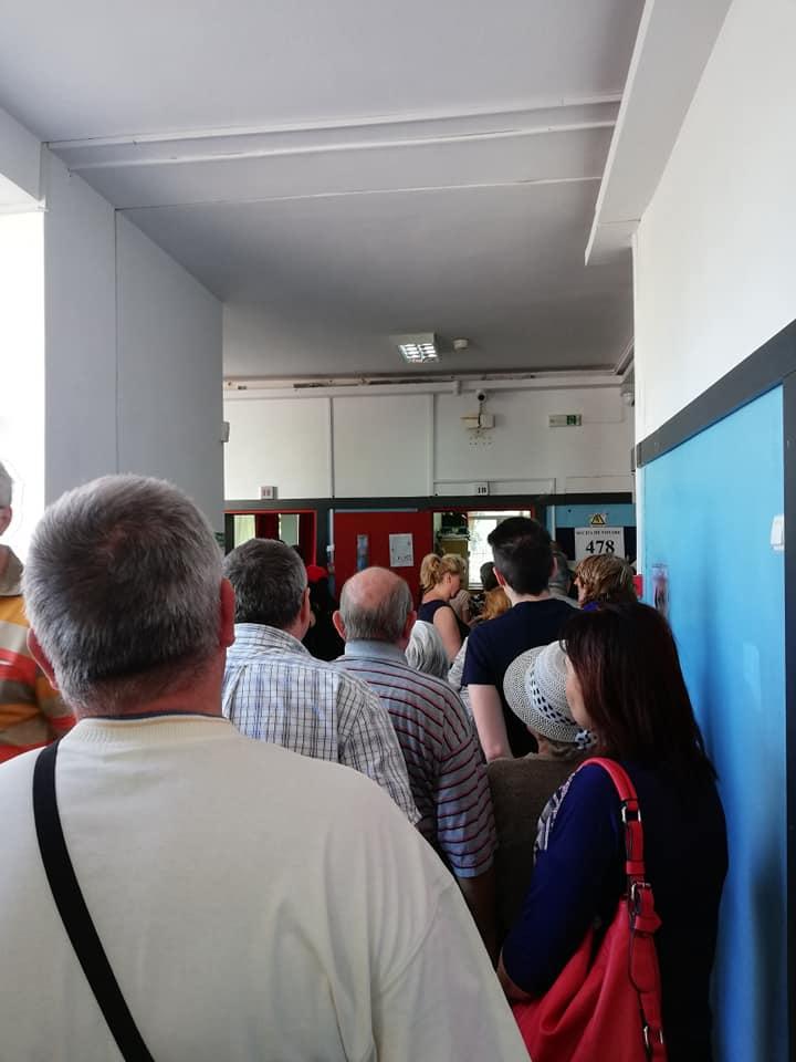 (Foto) Românii votează masiv!  Cozi la Cluj, București, Brașov, Iași. Dar și la Londra, Roma, München, Torino, Basel, Oslo ... 3