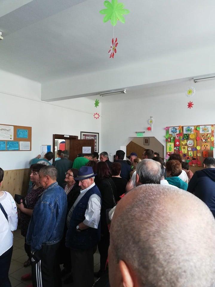 (Foto) Românii votează masiv!  Cozi la Cluj, București, Brașov, Iași. Dar și la Londra, Roma, München, Torino, Basel, Oslo ... 1